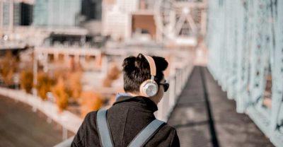 通勤・通学で音声学習をするメリット【AudibleやYouTube】